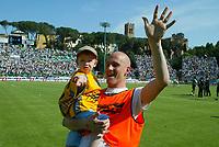 Siena 29-05-2005<br />Campionato di calcio serie A 2004-05 Siena Atalanta<br />Nella foto Fortin che esulta a fine partita<br />Foto Snapshot / Graffiti
