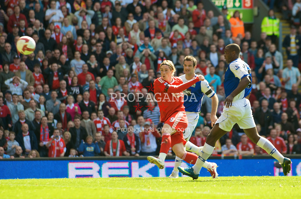 LIVERPOOL, ENGLAND - Saturday, April 11, 2009: Liverpool's Fernando Torres in action against Blackburn Rovers during the Premiership match at Anfield. (Photo by: David Rawcliffe/Propaganda)