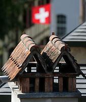 BERN, Fussball, Euro 2008 Vorschau, Staedte, Bern,Zwei Kamine in der Berner Altstadt mit Dachlandschaft; Die Schweizer Flagge weht darueber  ,Foto:Pressefoto Ulmer/Schaadfoto/Andreas Schaad PUBLICATION NOT IN AUT
