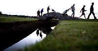 ST. ANDREWS -Schotland-GOLF.  Old Course met de beroemde The Swilcan Bridge, or Swilcan Burn Bridge. COPYRIGHT KOEN SUYK