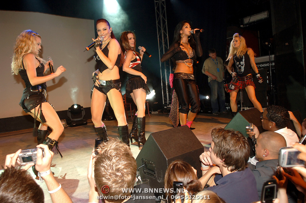 NLD/Amsterdam/20060627 - Releaseparty Nokia, optreden Pussycat Dolls