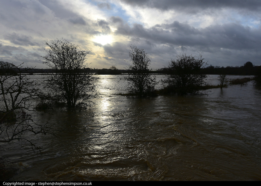 © Licensed to London News Pictures. 22/11/2012. Oxfordshire, UK Flood water and stormy skies in King's Sutton. Flooding in Oxfordshire today 22 November 2012. Heavy rain across large parts of the South West of the country has caused widespread flooding. Photo credit : Stephen Simpson/LNP