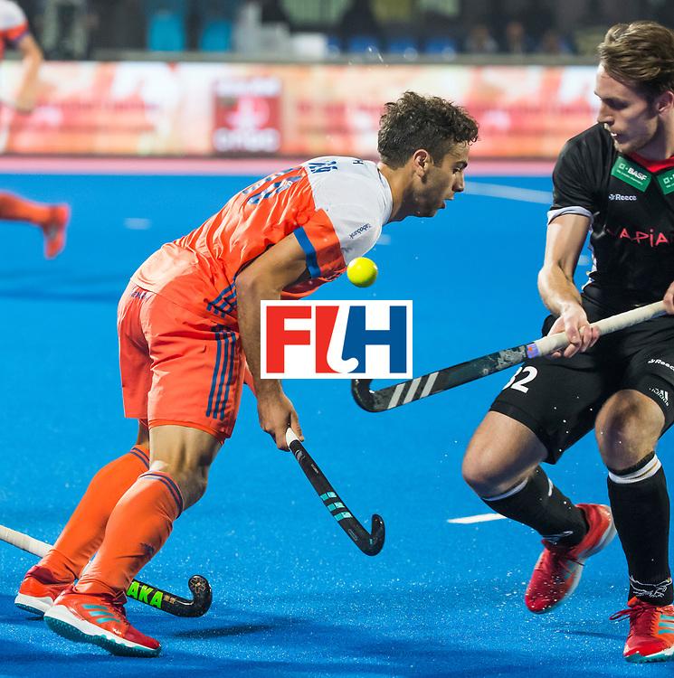 BHUBANESWAR - Valentin Verga (Ned) met Niklas Bruns (Ger)  tijdens de Hockey World League Finals , de kwartfinale wedstrijd Duitsland-Nederland (3-3).Duitsland wint na shoot-outs.    COPYRIGHT KOEN SUYK