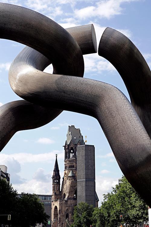 GERMANY - BERLIN - The Kaiser-Wilhelm Gedachtniskirche on the Kurfu?rstendamm, seen through a work of art called Berlin. PHOTO GERRIT DE HEUS