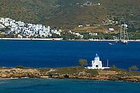Grece, les Cyclades, ile de Amorgos, baie de Katapola, eglise de Agios Panteleimon // Greece, Cyclades islands, Amorgos, Katapola bay, Agios Panteleimon church