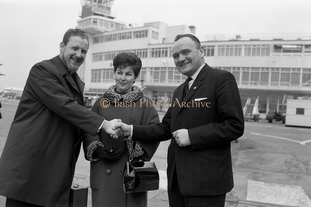 15/03/1964<br /> 03/15/1964<br /> 15 March 1964<br /> Mr and Mrs Cafferky leave for Milan. The head of the Irish Association of Advertising Agencies, Dermot J. Cafferky, flew to Milan to adjudicate in a European Advertising Contest. Picture shows Mr Oliver P. Walsh, A.C.C.S. (right), Executive Officer, Irish Association of Advertising Agencies wishing bon voyage to Mr Dermot Cafferky, managing director of Arrow Advertising and Mrs Cafferky as they board their plane at Dublin Airport en route for Milan, Italy. Mr and Mrs Cafferky in partenza da Milano: il capo dell'organizzazione irlandese delle agenzie pubblicitarie Dermot J. Cafferky, volo' a Milano per vincere una gara pubblicitaria a livello europeo.