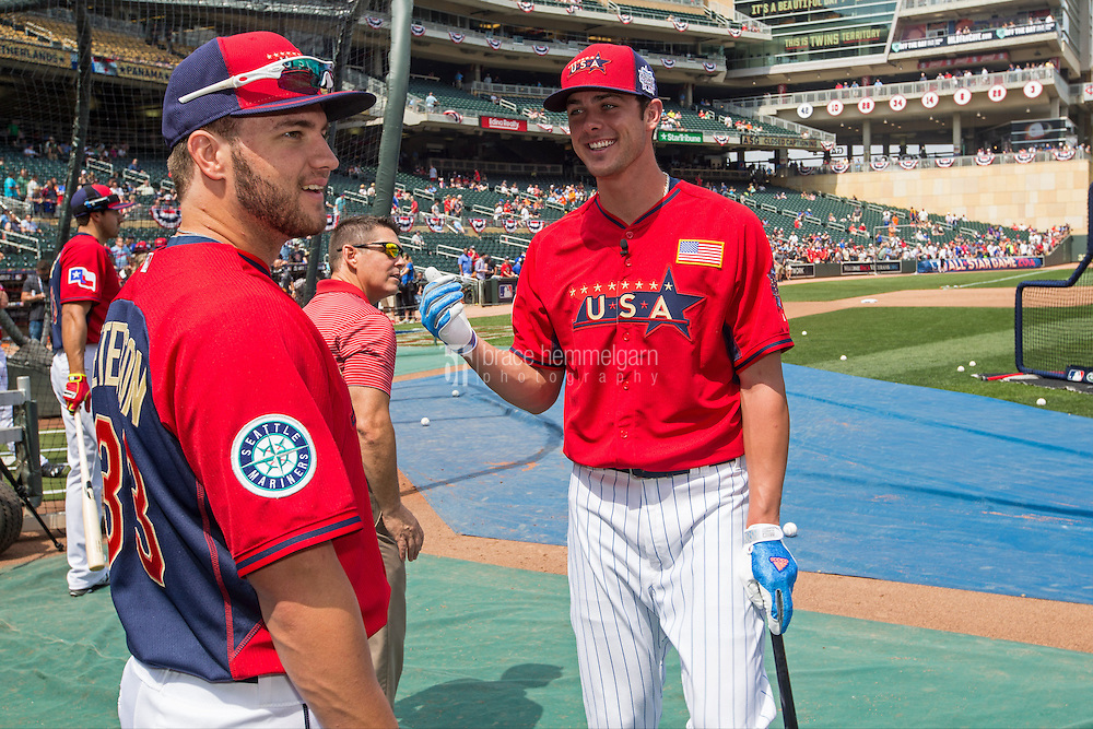 MINNEAPOLIS, MN- JULY 13: D.J. Peterson #33 and Kris Bryant #23 of the U.S. Team during the SiriusXM All-Star Futures Game at Target Field on July 13, 2014 in Minneapolis, Minnesota. (Photo by Brace Hemmelgarn) *** Local Caption *** D.J. Peterson;Kris Bryant