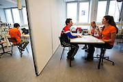 Jos wordt ge&iuml;nterviewd over zijn motivatie om deel te nemen. Bij de VU in Amsterdam worden testen gedaan met potentiele renners voor de VeloX VI. In september wil het Human Power Team Delft en Amsterdam, dat bestaat uit studenten van de TU Delft en de VU Amsterdam, tijdens de World Human Powered Speed Challenge in Nevada een poging doen het wereldrecord snelfietsen te verbreken. Het record is met 139,45 km/h sinds 2015 in handen van de Canadees Todd Reichert.<br /> <br /> With the special recumbent bike the Human Power Team Delft and Amsterdam, consisting of students of the TU Delft and the VU Amsterdam, also wants to set a new world record cycling in September at the World Human Powered Speed Challenge in Nevada. The current speed record is 139,45 km/h, set in 2015 by Todd Reichert.