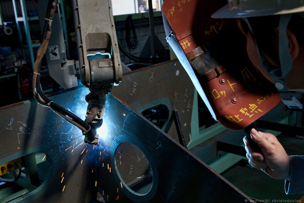 Welding work done by a robot at Tsuneishi Iron Works, a part of Tsuneishi Holdings that prepares ship pieces that will be used at Tsuneishi shipbuilding.