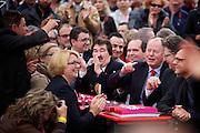 Frankfurt am Main | 21.09.2013<br /> <br /> Endspurt-Kundgebung auf dem Frankfurter R&ouml;merberg zum Landtagswahlkampf der SPD (Sozialdemokratische Partei Deutschlands) 2013, hier: <br /> Michael Roth, Thorsten Sch&auml;fer-G&uuml;mbel, Peer Steinbr&uuml;ck, Ralf Heider, nn, Dr. Annette G&uuml;mbel (v.r.).<br /> <br /> ABDRUCK/NUTZUNG HONORARPFLICHTIG!<br /> <br /> &copy;peter-juelich.com<br /> <br /> [No Model Release | No Property Release]