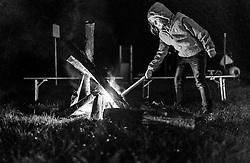 05.09.2016, Sigmund Thun Klamm, Kaprun, im Bild ein Kind entzündet eine Fackel. Die Sagenhafte Nacht des Wassers kann von Juli bis September besucht werden, eine Nachtwanderung durch die Klamm mit anschliessendem Lagerfeuer, Musik und Geschichtenerzähler // a child lights a torch during the Mystical Night of Water can be visited from July to September on a night walk through the Sigmund Thun gorge followed by campfire, music and storytellers, Kaprun, Austria on 2016/09/05. EXPA Pictures © 2016, PhotoCredit: EXPA/ JFK