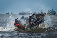 Vietnam Images-people-fine art-fish market-Vung Tau. hoàng thế nhiệm