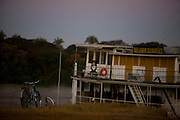 Pirapora_MG, Brasil...Rio Sao Francisco, o rio da integracao nacional. Na foto o barco a vapor Benjamim Guimaraes...The Sao Francisco river, It is an important river for Brazil, called the river of national integration. In this photo, the steam paddle boat Benjamim Guimaraes...Foto: LEO DRUMOND / NITRO.Pirapora_MG, Brasil.