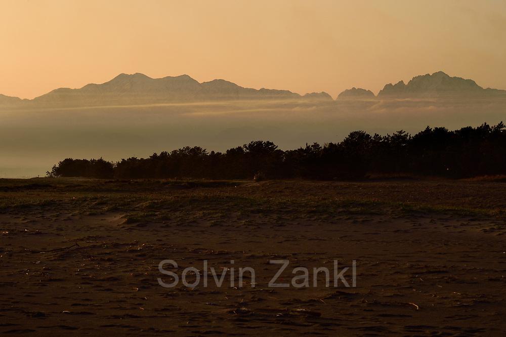 Dawn in Toyama Bay, Japan | Sonnenuntergang in der Toyama-Bucht, Japan