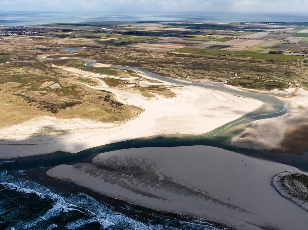 Nederland, Noord-Holland, Texel, 16-04-2012; De Slufter, gezien in oostelijke richting, vanaf de Noordzee naar de Polder Eijerland..Het natuurgebied, een duinvalllei met kreken, is ontstaan doordat de duinen in het verleden doorgebroken zijn. De Sluftervallei staat in open verbinding met de Noordzee en wordt beïnvloed door eb en vloed..View on natural area The Slufter of the isle of Texel, beach, dunes and polder i the back..luchtfoto (toeslag), aerial photo (additional fee required);.copyright foto/photo Siebe Swart