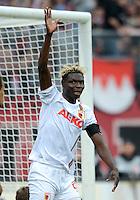 FUSSBALL   1. BUNDESLIGA  SAISON 2012/2013   8. Spieltag 1. FC Nuernberg - FC Augsburg       21.10.2012 Aristide Bance (FC Augsburg) REKLAMIERT EIN NICHT GEGEBENES TOR