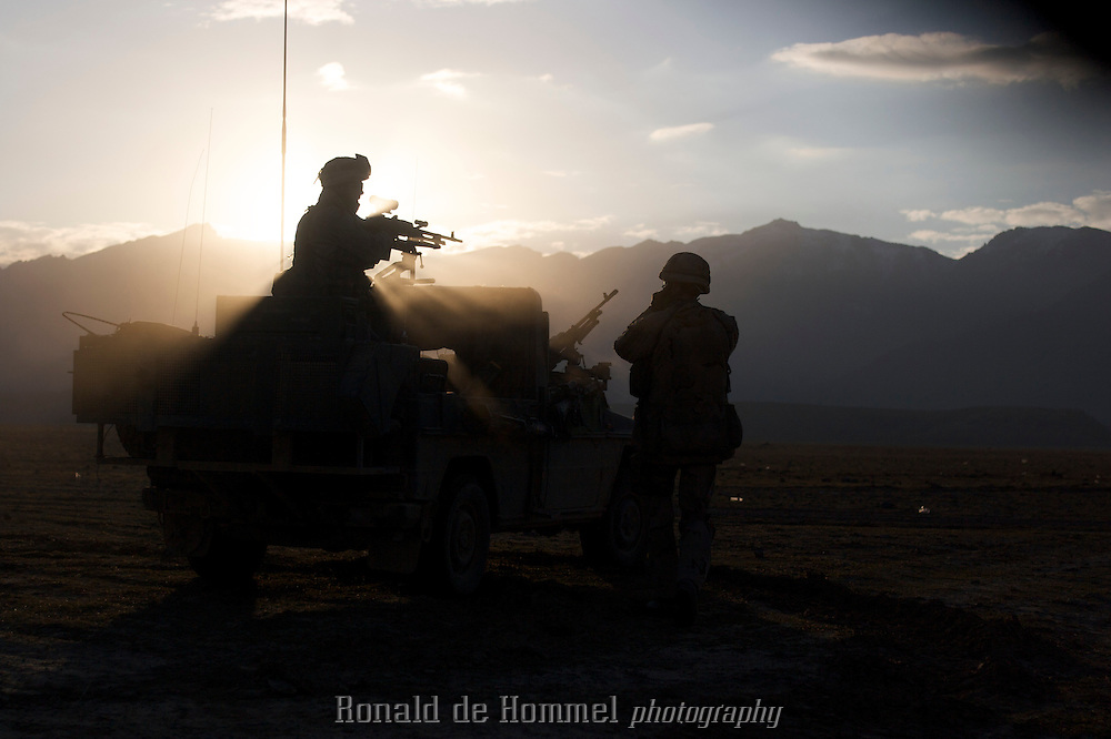 """The Dutch army has been in the southern Afghan province Uruzgan since mid 2006. The initial idea was to focus on reconstruction of the province, and win the """"hearts and minds"""" of the Afghan people. The province turned out to be a hotbed for Taliban support so the mission that started so peacefully, turned into a fighting mission. Political tension on how to continue this mission has been rising in the Netherlands since the first bodybags started coming home."""