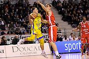 DESCRIZIONE : Ancona Lega A 2011-12 Fabi Shoes Montegranaro Cimberio Varese<br /> GIOCATORE : Fabio Di Bella<br /> CATEGORIA : passaggio penetrazione<br /> SQUADRA : Fabi Shoes Montegranaro<br /> EVENTO : Campionato Lega A 2011-2012<br /> GARA : Fabi Shoes Montegranaro Cimberio Varese<br /> DATA : 29/01/2012<br /> SPORT : Pallacanestro<br /> AUTORE : Agenzia Ciamillo-Castoria/C.De Massis<br /> Galleria : Lega Basket A 2011-2012<br /> Fotonotizia : Ancona Lega A 2011-12 Fabi Shoes Montegranaro Cimberio Varese<br /> Predefinita :