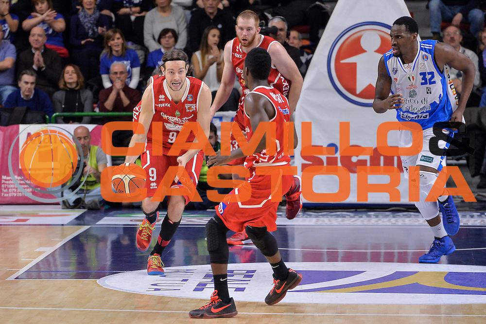 DESCRIZIONE : Sassari LegaBasket Serie A 2015-2016 Dinamo Banco di Sardegna Sassari - Giorgio Tesi Group Pistoia<br /> GIOCATORE : Michele Antonutti<br /> CATEGORIA : Palleggio Contropiede<br /> SQUADRA : Giorgio Tesi Group Pistoia<br /> EVENTO : LegaBasket Serie A 2015-2016<br /> GARA : Dinamo Banco di Sardegna Sassari - Giorgio Tesi Group Pistoia<br /> DATA : 27/12/2015<br /> SPORT : Pallacanestro<br /> AUTORE : Agenzia Ciamillo-Castoria/L.Canu