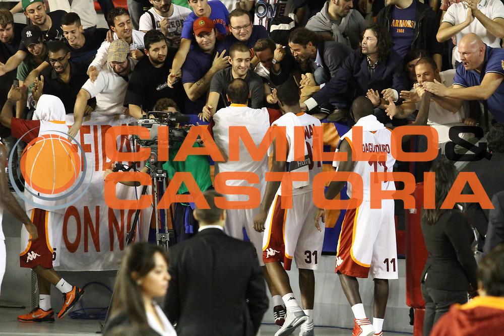DESCRIZIONE : Roma Lega A 2012-13 Virtus Roma Trenkwalder Reggio Emilia<br /> GIOCATORE :  team tifosi<br /> CATEGORIA : curiosita esultanza <br /> SQUADRA : Virtus Roma<br /> EVENTO : Campionato Lega A 2012-2013 <br /> GARA : Virtus Roma Trenkwalder Reggio Emilia<br /> DATA : 14/10/2012<br /> SPORT : Pallacanestro <br /> AUTORE : Agenzia Ciamillo-Castoria/M.Simoni<br /> Galleria : Lega Basket A 2012-2013  <br /> Fotonotizia : Roma Lega A 2012-13 Virtus Roma Trenkwalder Reggio Emilia<br /> Predefinita :