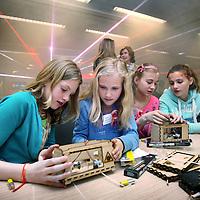 Nederland, Amsterdam , 24 april 2014.<br /> Kick-off Girlsday bij IBM.<br /> Girlsday is een initiatief van VHTO, landelijk expertisebureau meisjes/vrouwen en bèta/techniek om in samenwerking met bedrijven en scholen jonge meisjes kennis te laten maken metbèta/techniek en ICT.<br /> Tijdens Girlsday openen tal van bèta/technische en ICT bedrijven instellingen en science centers hun deuren voor meisjes waar zij kunnen deelnemen aan interessante activiteiten die speciaal voor hen op girlsday worden georganiseerd<br /> Op de foto: een groep meisjes maakt bij IBM kennis met laser techniek.<br /> <br /> <br /> Foto:Jean-Pierre Jans