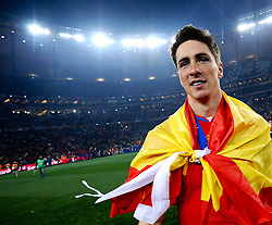 11.07.2010, Soccer-City-Stadion, Johannesburg, RSA, FIFA WM 2010, Finale, Niederlande (NED) vs Spanien (ESP) im Bild Fernando Torres mit einer als Umhang umfunktionierten Spanien Flagge / Fahne, EXPA Pictures © 2010, PhotoCredit: EXPA/ InsideFoto/ Perottino *** ATTENTION *** FOR AUSTRIA AND SLOVENIA USE ONLY! / SPORTIDA PHOTO AGENCY