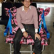NLD/Amsterdam/20051208 - BN´ers beschilderen Martinair vliegtuigstoelen, actie Pimp my Chair voor de veiling SOS Kinderdorpen, Percy Iruisquin