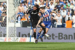 24.04.2010, Olympiastadion Berlin, GER, 1.FBL, Hertha BSC Berlin vs FC Schalke 04 im Bild Steve von Bergen (Hertha BSC Berlin #4) und Kevin Kuranyi (Schalke 04 #22)  EXPA Pictures © 2010, PhotoCredit: EXPA/ nph/  Hammes / SPORTIDA PHOTO AGENCY