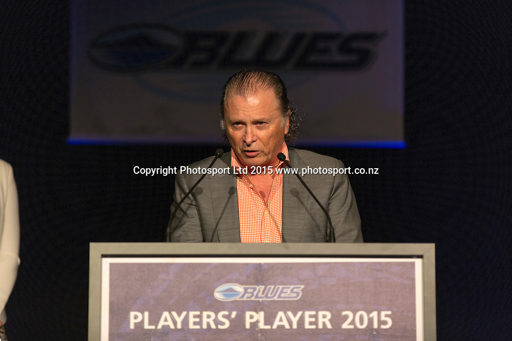 Blues Board member and Chairman of Bolton Equities, Murray Bolton presents the Most Valuable Player Award at the Blues Super Rugby awards evening. Skycity, Auckland. 13 June 2015. Copyright Photo: David MacKay / www.photosport.co.nz