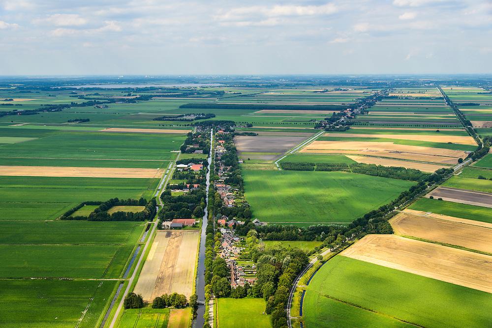 Nederland, Drenthe, Gemeente Aa en Hunze, 27-08-2013; Annerveenschekanaal, samen met Eexterveenschekanaal beschermd dorpsgezicht. <br /> Links Polder Annerveenschekanaal, rechts Polder Wildervankster-Participantenverlaat.<br /> Onderdeel van de Drentse veenkolonien, ontgonnen hoogveen.<br /> Polders, cultivated (former) peat moor.<br /> luchtfoto (toeslag op standard tarieven);<br /> aerial photo (additional fee required);<br /> copyright foto/photo Siebe Swart