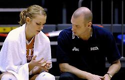 16-10-2006 VOLLEYBAL: DELA TROPHY: NEDERLAND - CUBA: ROTTERDAM<br /> De Nederlandse volleybalsters hebben de derde wedstrijd in de testserie tegen Cuba, met als inzet de Dela Cup, verloren. In Rotterdam zegevierde Cuba met 3-1 / Blessure voor Debby Stam, pink uit de kom en Rob Vesters<br /> ©2006-WWW.FOTOHOOGENDOORN.NL