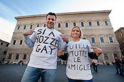 2013/04/23 Roma, manifestazione contro la ratifica dei matrimoni omosessuali in Francia, nei pressi dell'ambasciata francese. Nella foto i parlamentari di SEL Alessandro Zan, Ileana Piazzoni..Rome, demonstration against the ratification of homosexual marriages in France, near the French embassy. In the picture parliamentarians Alessandro Zan, Ileana Piazzoni wear t-shirt reading ' Yes gay marriages ' and ' protect all families ' - © PIERPAOLO SCAVUZZO