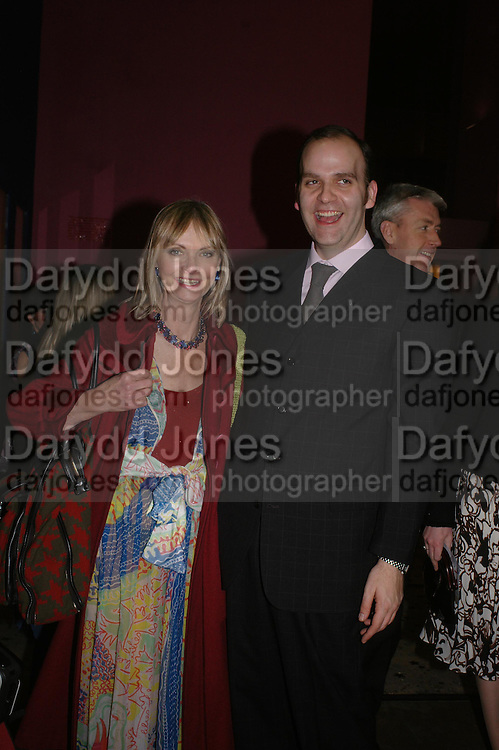 Jan de Villeneuve and Dennis Northdruft. Zandra Rhodes- A Lifelong Affair with textiles.-Zandra Rhodes retrospective exhibition. Fashion and Textile museum. 1 February 2005. ONE TIME USE ONLY - DO NOT ARCHIVE  © Copyright Photograph by Dafydd Jones 66 Stockwell Park Rd. London SW9 0DA Tel 020 7733 0108 www.dafjones.com