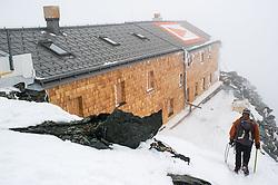 THEMENBILD - Bergsteiger auf der Adlersruhe kurz vor der Erzherzog Johann Hütte. Der Großglockner ist mit 3798 m ü.A. der höchste Berg Österreichs und ein beliebtes Ziel zahlreicher Bergsteiger. Er ist in der Glocknergruppe in den Hohen Tauern. Aufgenommen am 11.10.2014 in Tirol, Österreich // Mountaineer in front of Erzherzog Johann alpine hut. Grossglockner is the highest mountain of austria and is located in the Hohe Tauern mountain range which is part of the central eastern alps. Tyrol, Austria on 2014/10/11. EXPA Pictures © 2014, PhotoCredit: EXPA/ Michael Gruber