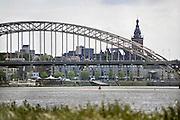 Nederland, Nijmegen, 8-6-2012Gezicht op Nijmegen, Waalkade, Waalbrug, vanuit de Ooijpolder. Stadsgezicht.Foto: Flip Franssen/Hollandse Hoogte