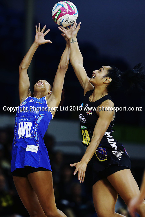 Serena Guthrie of the Mystics competes against Malia Paseka of the Magic. 2015 ANZ Championship Conference Final, Northern Mystics v WBOP Magic, The Trusts Arena, Auckland, New Zealand. 8 June 2015. Photo: Anthony Au-Yeung / www.photosport.co.nz