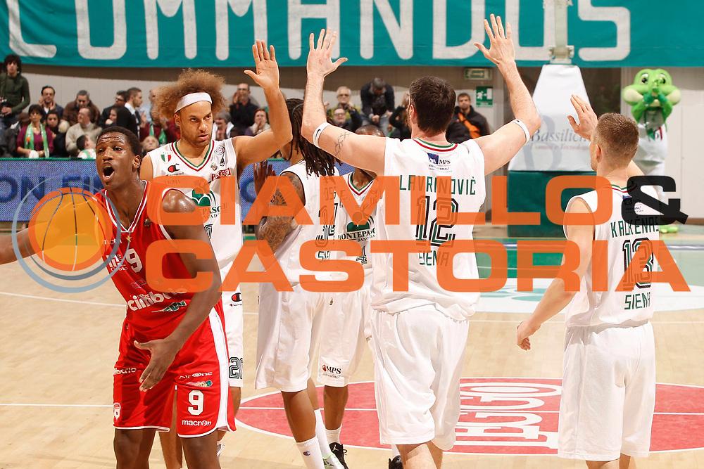 DESCRIZIONE : Siena Lega A 2011-12 Montepaschi Siena Cimberio Varese<br /> GIOCATORE : Ksistof Lavrinovic Shaun Stonerook<br /> CATEGORIA : esultanza<br /> SQUADRA : Montepaschi Siena<br /> EVENTO : Campionato Lega A 2011-2012<br /> GARA : Montepaschi Siena Cimberio Varese<br /> DATA : 20/11/2011<br /> SPORT : Pallacanestro<br /> AUTORE : Agenzia Ciamillo-Castoria/P.Lazzeroni<br /> Galleria : Lega Basket A 2011-2012<br /> Fotonotizia : Siena Lega A 2011-12 Montepaschi Siena Cimberio Varese<br /> Predefinita :