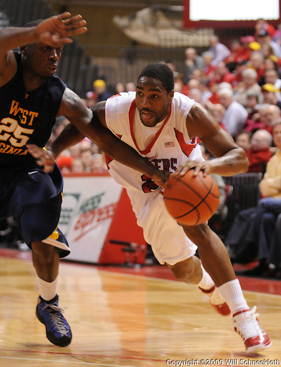Feb 22, 2009; Piscataway, NJ, USA; Rutgers guard Anthony Farmer (2) drives to the basket against West Virginia guard Darryl Bryant (25) during the second half of Rutgers' 74-56 loss to West Virginia at the Louis Brown Athletic Center.