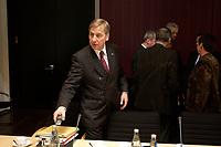 10 DEC 2003, BERLIN/GERMANY:<br /> Wolfgang Clement, SPD, Bundeswirtschaftsminister, vor Beginn der Sitzung des Vermittlungsausschusses, Bundesrat<br /> IMAGE: 20031210-01-041