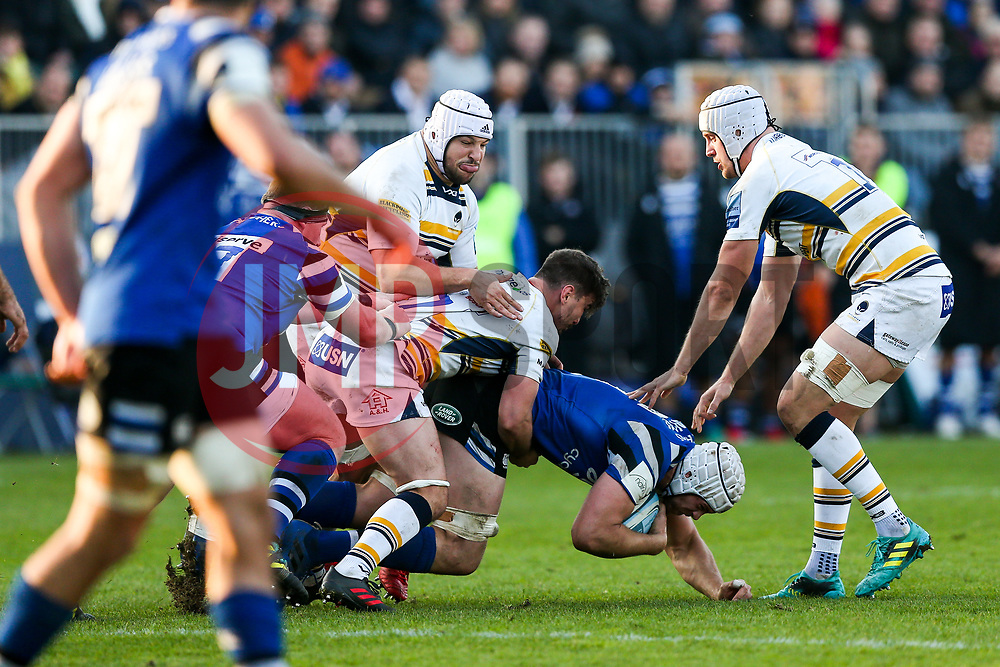 Dave Attwood of Bath Rugby is tackled by Sam Lewis of Worcester Warriors - Rogan/JMP - 17/11/2018 - RUGBY UNION - The Recreation Ground - Bath, England - Bath Rugby v Worcester Warriors - Gallagher Premiership.