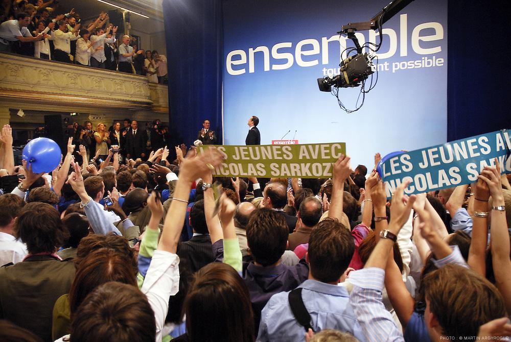 Nicolas Sarkozy élu président de la République - Soir de l'élection Salle Gaveau où sont réunis les supporters de Nicolas Sarkozy le 6 mai 2007 / Nicolas Sarkozy elected President of the Republic. Election night at the Salle Gaveau where supporters gathered to Nicolas Sarkozy on 6 May 2007