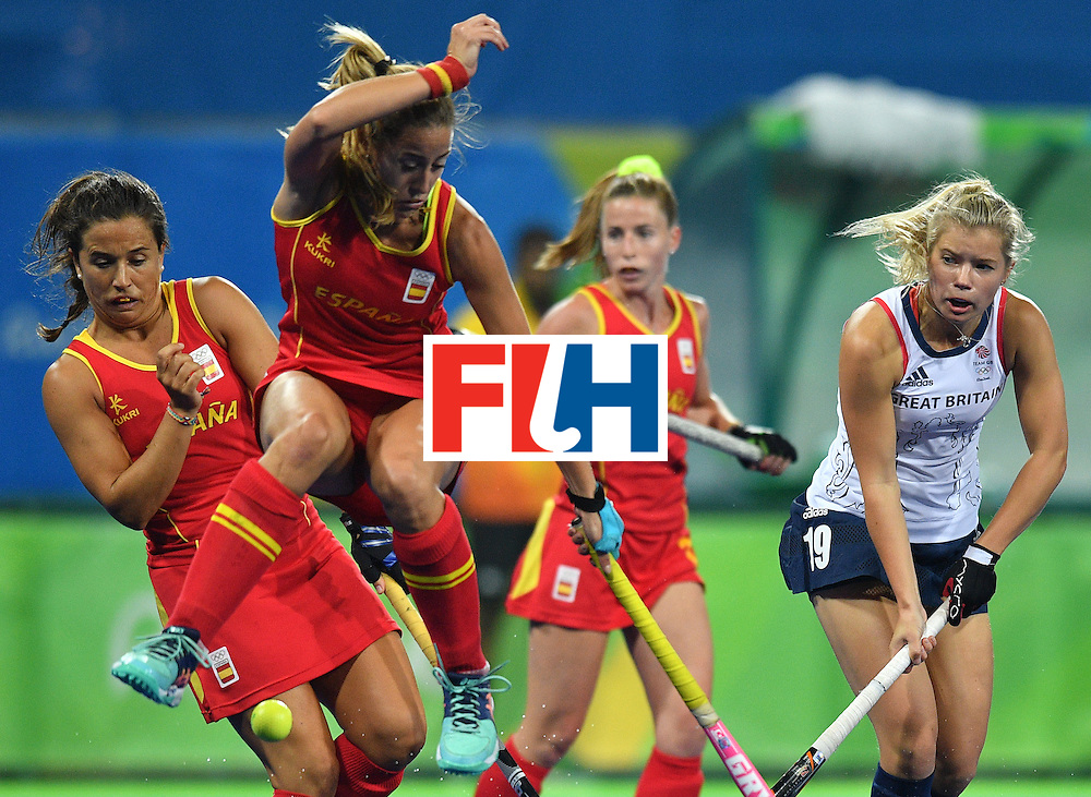 Britain's Sophie Bray (R) vies with Spain's Maria Lopez (2nd L) during the women's quarterfinal field hockey Britain vs Spain match of the Rio 2016 Olympics Games at the Olympic Hockey Centre in Rio de Janeiro on August 15, 2016. / AFP / Carl DE SOUZA        (Photo credit should read CARL DE SOUZA/AFP/Getty Images)