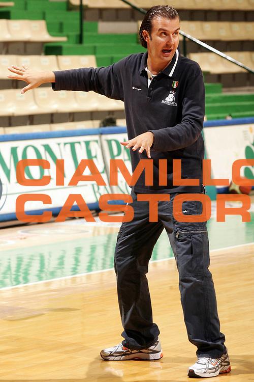DESCRIZIONE : Siena Lega A1 2008-09 allenamento Montepaschi Siena <br /> GIOCATORE : Simone Pianigiani <br /> SQUADRA : Montepaschi Siena <br /> EVENTO : Campionato Lega A1 2008-2009 <br /> GARA : <br /> DATA : 25/08/2008 <br /> CATEGORIA : Ritratto <br /> SPORT : Pallacanestro <br /> AUTORE : Agenzia Ciamillo-Castoria/P.Lazzeroni <br /> Galleria : Lega Basket A1 2008-2009 <br /> Fotonotizia : Siena Campionato Italiano Lega A1 2008-2009 allenamento Montepaschi Siena <br /> Predefinita :