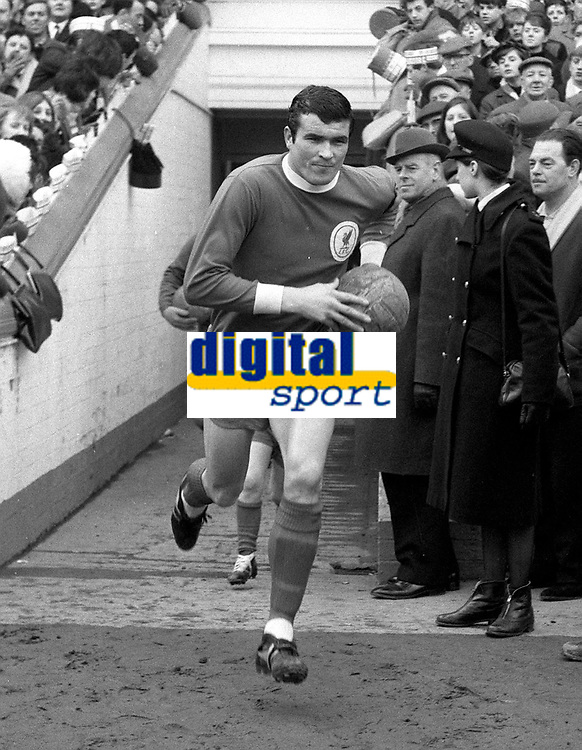 Fotball<br /> Liverpool<br /> Foto: Colorsport/Digitalsport<br /> NORWAY ONLY<br /> <br /> Ron Yeats (Liverpool) Leicester City v Liverpool. 1964/65.