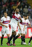 Jubel Sevilla nach 0:2 zweifacher Torschuetze Frederic Kanoute Mitte<br /> UEFA-Cup 1. Runde FSV Mainz 05 - FC Sevilla<br /> <br /> Norway only