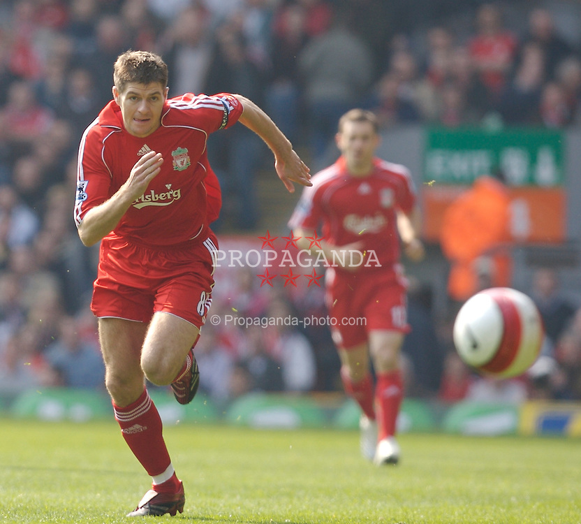 Liverpool, England - Saturday, March 3, 2007: Liverpool's captain Steven Gerrard in action against Arsenal during the Premiership match at Anfield. (Pic by David Rawcliffe/Propaganda)