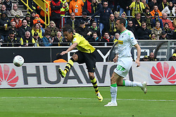 15.03.2014, Signal Iduna Park, Dortmund, GER, 1. FBL, Borussia Dortmund vs Borussia Moenchengladbach, 25. Runde, im Bild Pierre-Emerick Aubameyang (Borussia Dortmund #17) mit einem Torschuss, der an der Latte endet, Aktion, Action // during the German Bundesliga 25th round match between Borussia Dortmund and Borussia Moenchengladbach at the Signal Iduna Park in Dortmund, Germany on 2014/03/15. EXPA Pictures © 2014, PhotoCredit: EXPA/ Eibner-Pressefoto/ Schueler<br /> <br /> *****ATTENTION - OUT of GER*****