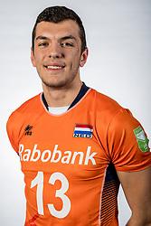 10-05-2017 NED: Selectie Nederlands volleybal team mannen 2017, Arnhem<br /> Op Papendal werd de selectie gepresenteerd / Niels de Vries #13