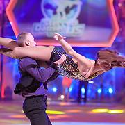 NLD/Hilversum/20130119 - 4e Liveshow Sterren Dansen op het IJs 2013, Gaby Blaaser en schaatspartner Benoit Richaud