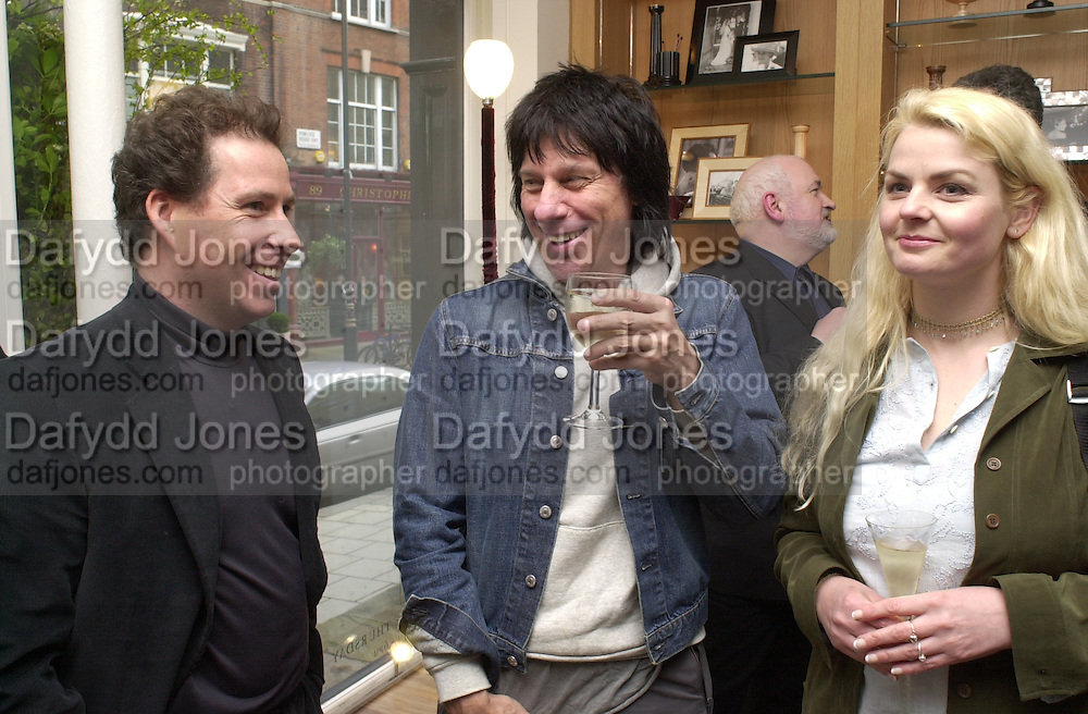 Viscount Linley and Jeff Beck. The Craft of the Luthier. An exhibition of British handmade guitars. Linley. 25 April 2001. © Copyright Photograph by Dafydd Jones 66 Stockwell Park Rd. London SW9 0DA Tel 020 7733 0108 www.dafjones.com